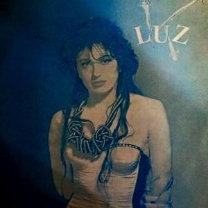 Luz-QuieremeAunqueTeDuela-2