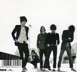 thestrokes-isthisit-3